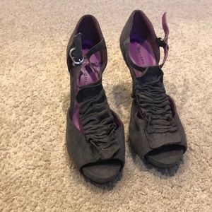 Gray ruffled high heel